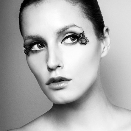 PAPERSELF: Runway-Ready Fake Eyelashes